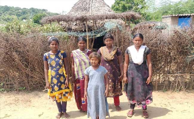 Velugu Employees Fraud In YSR Bheema Money At Nellore District - Sakshi