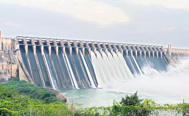 Flood flow in Krishna and Penna and Vamsadhara rivers is steady - Sakshi