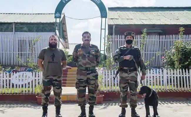 Dogs In Army Act As Stress Buster Friends For Soldiers Jammu Kashmir - Sakshi