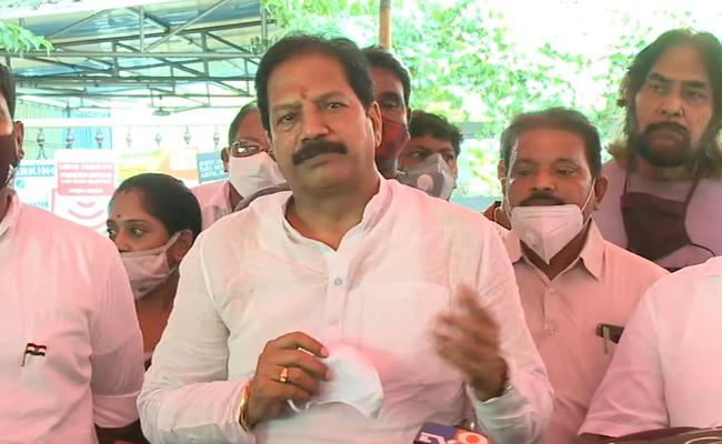 YSR Congress Party Leaders Pays Tribute To Dronamraju Srinivas - Sakshi