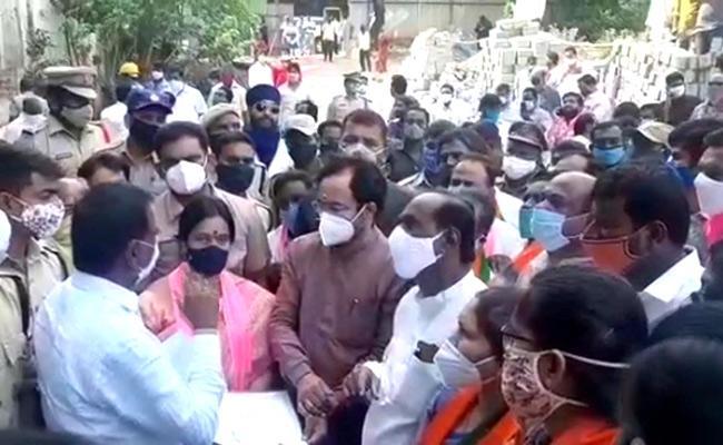 Minister Kishan Reddy Inspects Double Bedroom Houses In Musheerabad - Sakshi