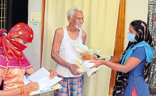 Grant of pension, rice and Arogyasree cards to the eligible persons within a short time - Sakshi