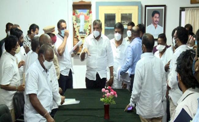 AP Ministers Meet With Sugarcane Farmers - Sakshi