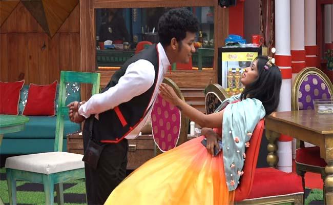 Bigg Boss 4 Telugu: Ariyana Glory Complaint On Avinash In BB Hotel Task - Sakshi