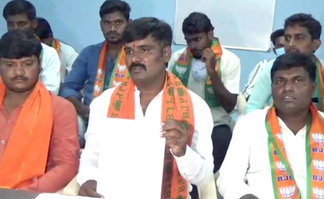 Dubbak by-poll:Thota Kamalakar Reddy Oppose Ticket for  Raghunandan Rao - Sakshi