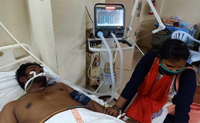 YSRCP Leader Jakkampudi Ganesh Console Sattar Family - Sakshi