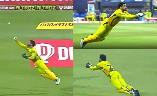 dhoni stunning catch against kkr  - Sakshi