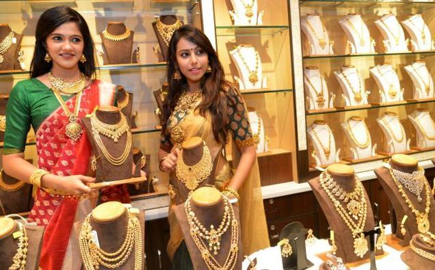 Gold and Silver prices up in MCX, New York Comex - Sakshi