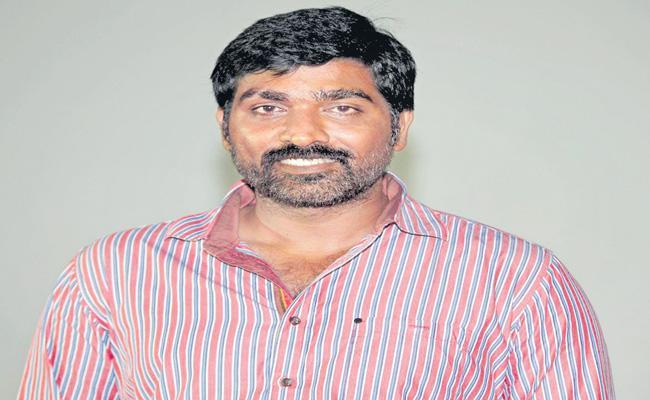 Vijay Sethupathi to play Muttiah Muralitharan in Biopic - Sakshi