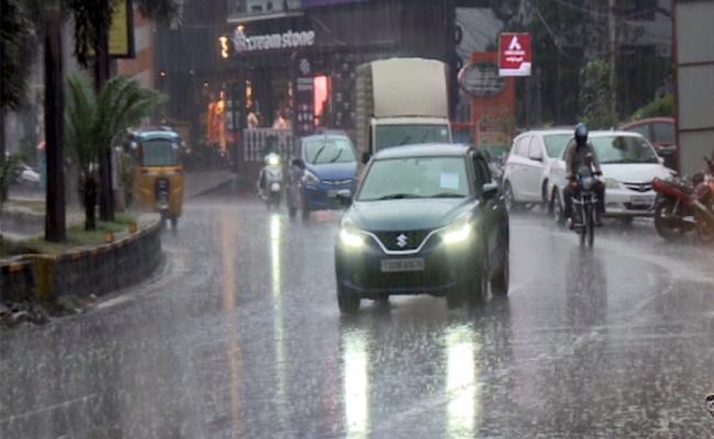 Heavy rainfall in parts of Telangana's Hyderabad city - Sakshi