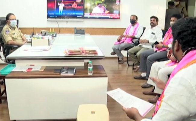 Dubbaka Bypoll:TRS ledders Met DGP over BJP conspiracy to riot in Hyderabad - Sakshi