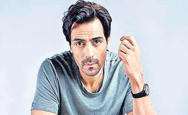 Actor Arjun Rampal summoned by NCB after search at home - Sakshi