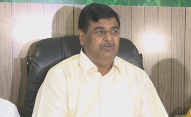 Dharmana Krishna Das Slams TDP And Chandrababu Naidu Over Amaravati Lands - Sakshi