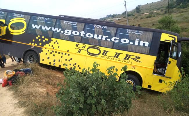Private Travels Bus Road Accident In Anantapur District - Sakshi