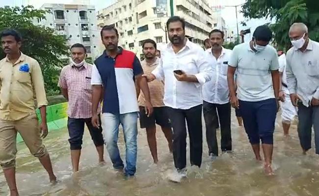 Kotamreddy Sridhar Reddy Visits Nellore Rain Places - Sakshi