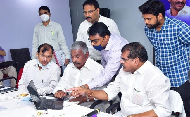 YSR Cheyutha Second Phase Started In Tadepalli - Sakshi