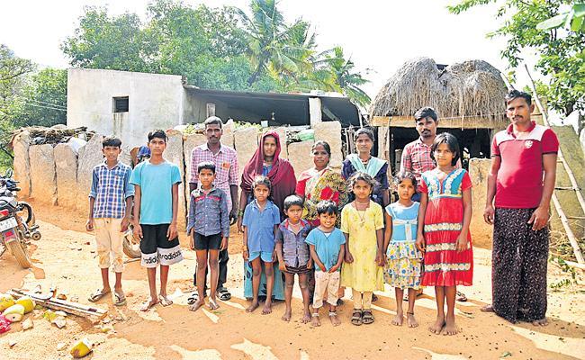 Special Story On Kalluru Reserve Forest Tribal People Getting Benefits  - Sakshi