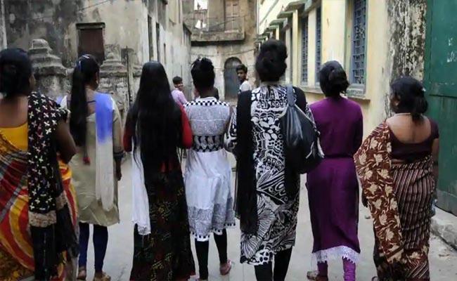 Prostitution Racket Busted At Suryapet - Sakshi