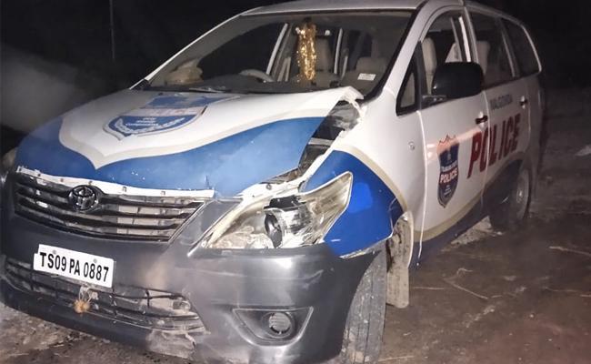 Police Vehicle Was Stolen In Nalgonda District - Sakshi