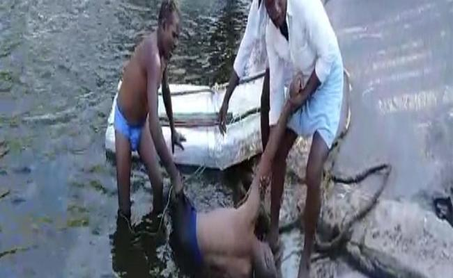 Kamareddy : Two drowned In Nizam Sagar Canal - Sakshi