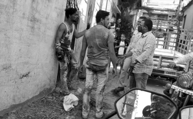 Man Attempts Suicide In Old City - Sakshi