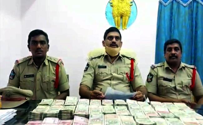 Krishna District : RS 80 Lakh Hawala Money Seized - Sakshi