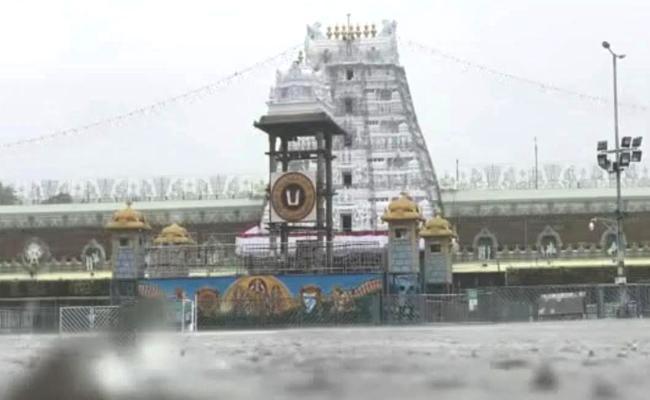 Heavy Rainfall In Tirumala At chittoor - Sakshi