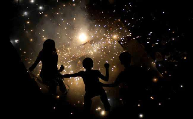 Lowest Noise Pollution After 15 Years In Mumbai On Diwali Fest - Sakshi