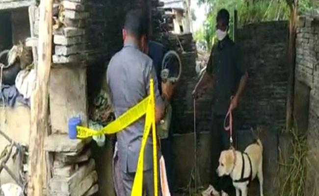 Country Bomb Explosion In On Boy Deceased In Kurnool - Sakshi