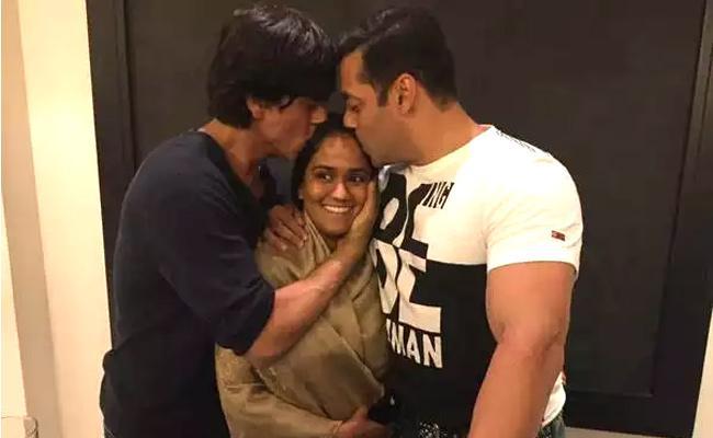 Arpita Khan Wedding Thawed tIce Between Shah Rukh Khan and Salman Khan - Sakshi