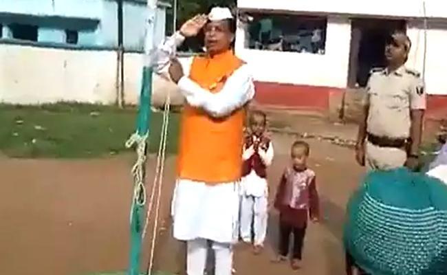 Bihar Education Minister Recite Jana Gana Mana Incorrectly Mocked Online - Sakshi