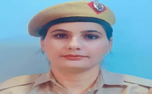 Woman head constable first Delhi cop to get out-of-turn promotion for tracing 76 kids - Sakshi