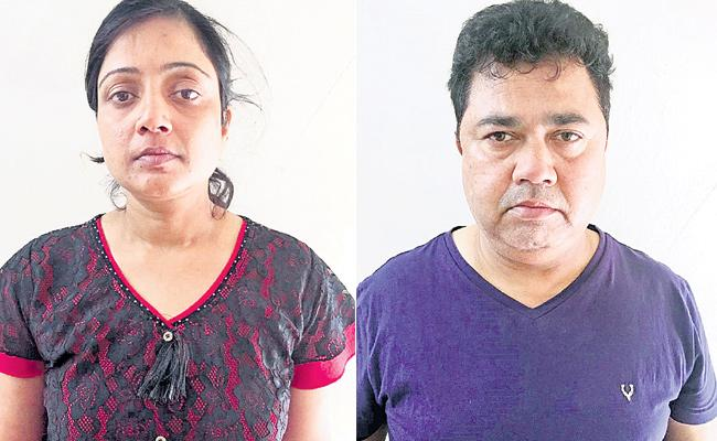 Wife And Husband Theft From Bank In Shadnagar - Sakshi