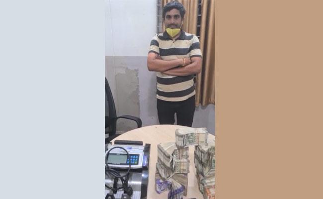 Man Arrested For Hawala Case In Hyderabad - Sakshi