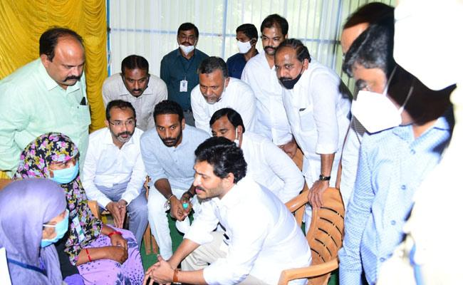 CM YS Jagan Consoles Abdul Salam Family In Kurnool - Sakshi
