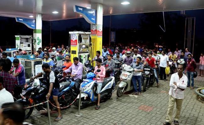 Petrol, diesel price hike after 48 days pause - Sakshi