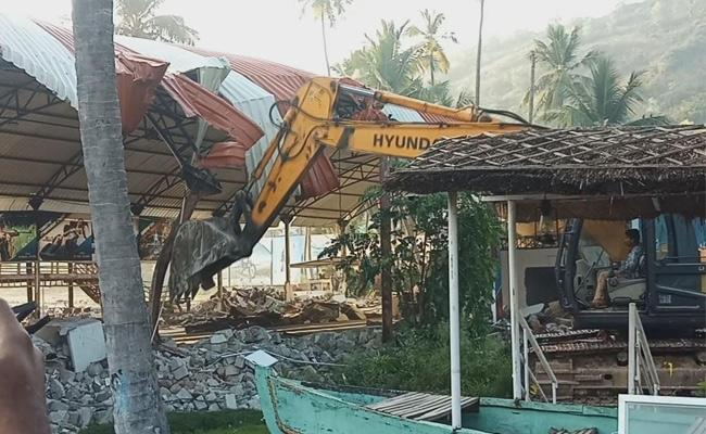 GVMC Officials Are Demolishing Go Cart Illegal Structures - Sakshi