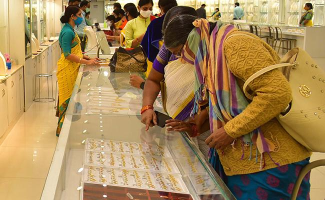 Gold, silver prices outperform in near term: Marc Faber - Sakshi