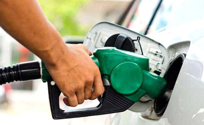 Petrol, Diesel rates hike for the second day - Sakshi