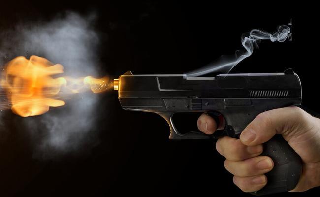 Delhi Teen Shot At By Elder Brother For Chatting To Man - Sakshi