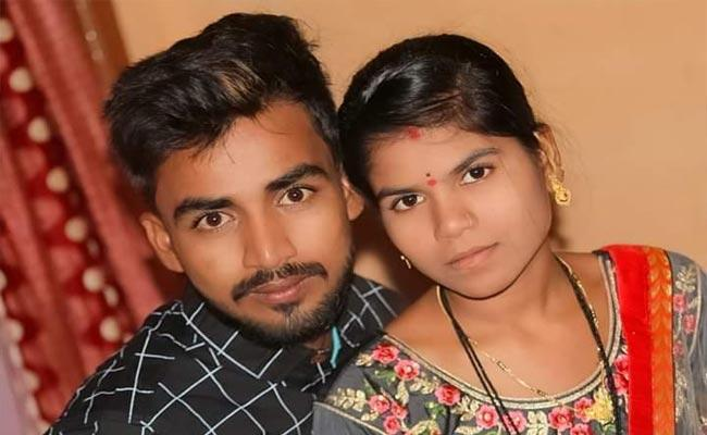 Newly Married Couple Deceased In Road Accident At Karnataka - Sakshi
