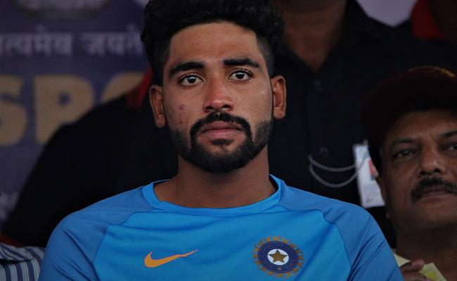 Bowler Mohammed Siraj Father Passed Away - Sakshi
