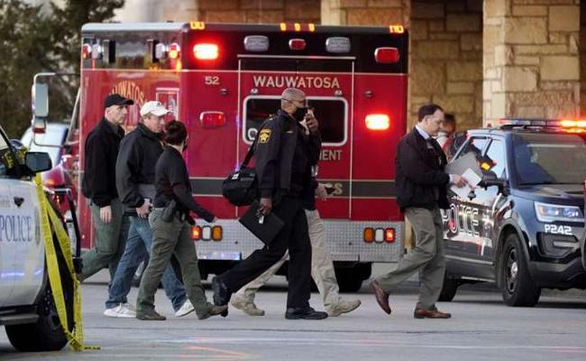 8 Injured In Shooting At US Mall In Wisconsin, Gunman Missing - Sakshi
