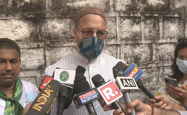 Asaduddin Owaisi Said There Was No Alliance With TRS - Sakshi