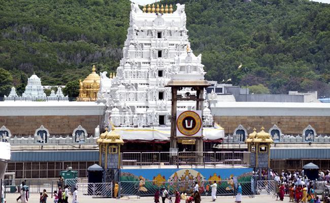 Celebrities visit Tirumala Venkateswara Temple - Sakshi