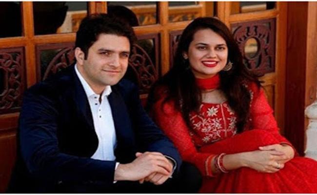IAS topper couple Tina Dabi And Athar Aamir Khan file for divorce - Sakshi