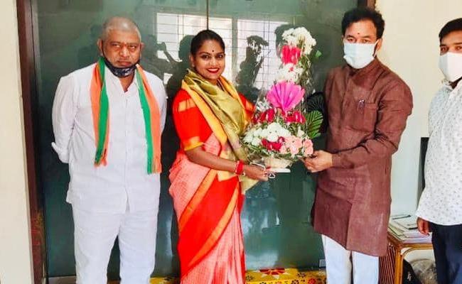 Kathi Karthika Will Joins In BJP - Sakshi