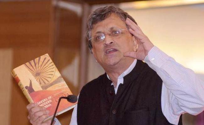 Ramachandra Guha Criticises Ganguly For Sacking Manjrekar - Sakshi