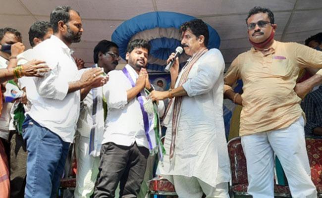 Kannada Actor Joined In YSR Congress Party - Sakshi
