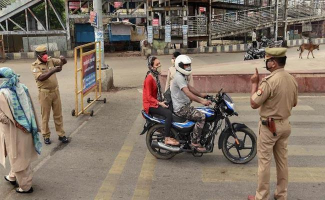 Corona Kills Three Persons In The Same House Ahmedabad - Sakshi